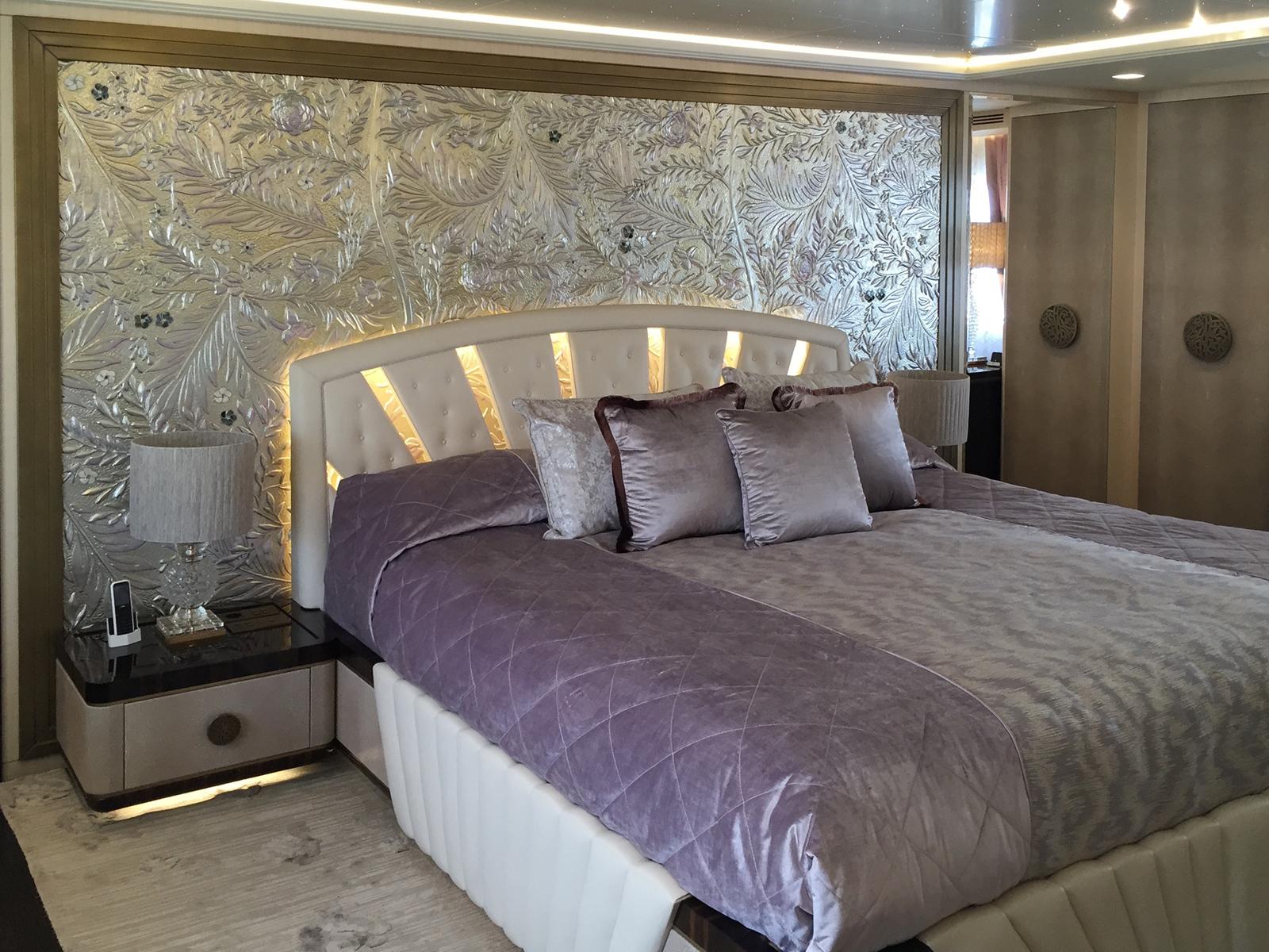 Bassorilievo decorato, Yacht privato