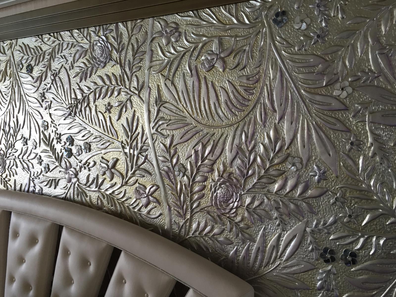 Bassorilievo decorato, particolare, Yacht privato