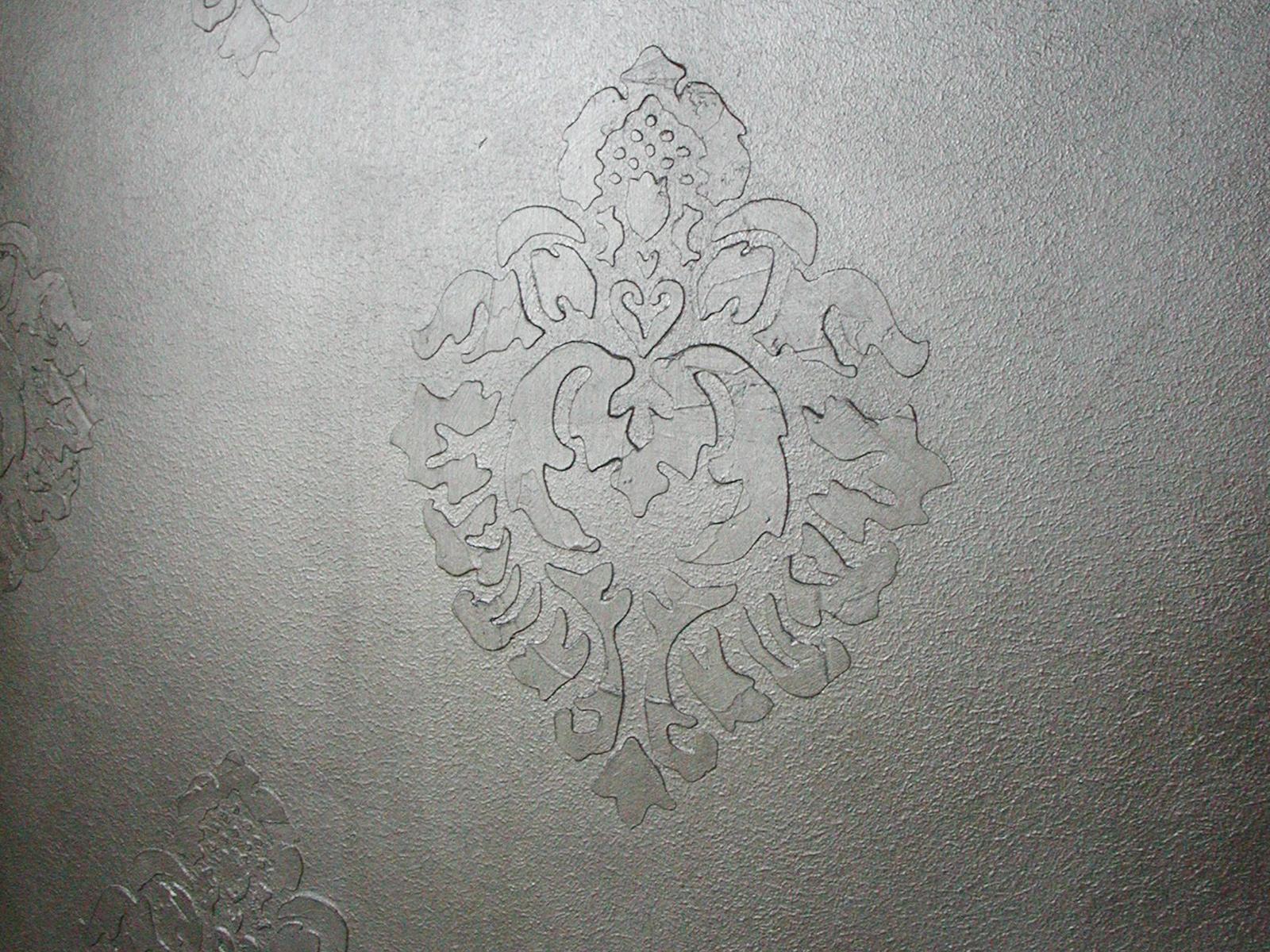 Giglio a rilievo in foglia argento, abitazione privata, Monza e Brianza