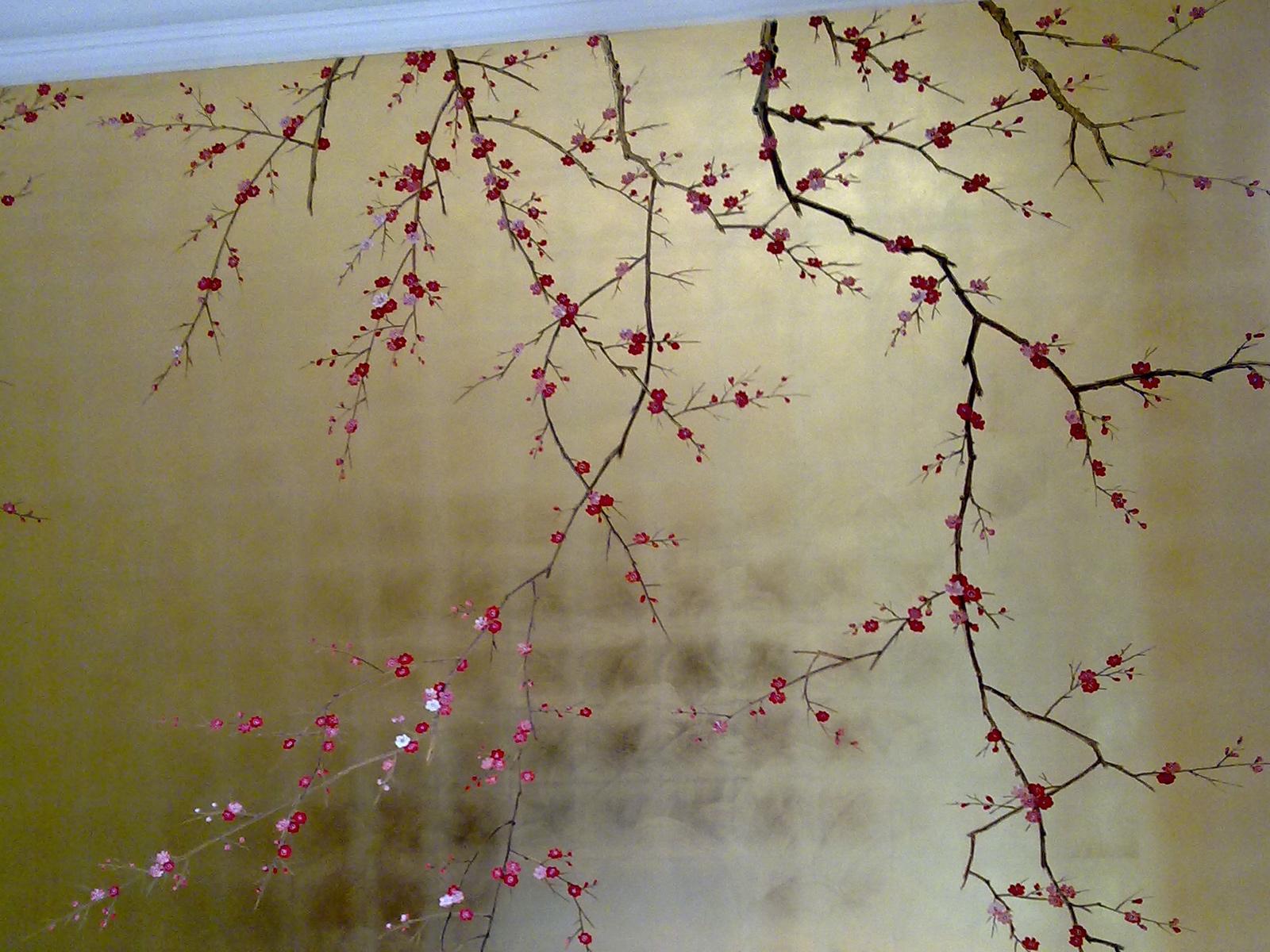 Decoro fiori di pesco su foglia oro, abitazione privata, Milano