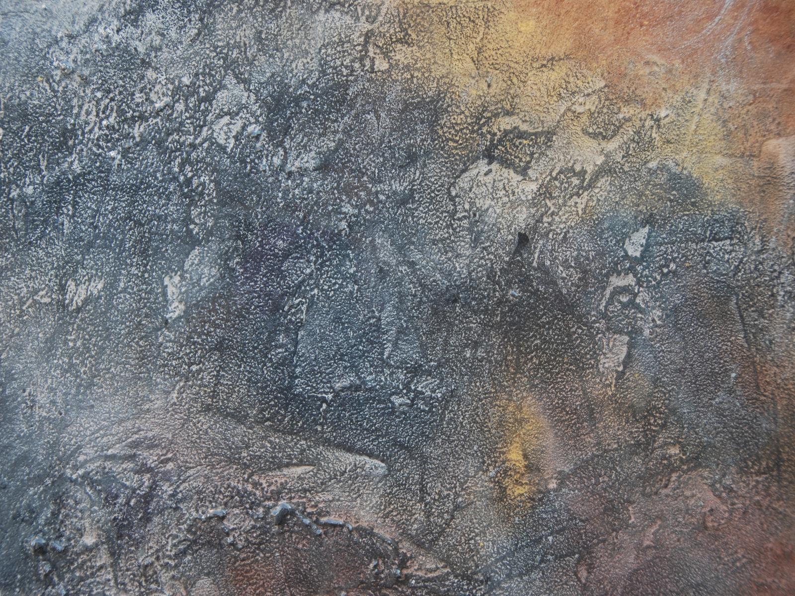 Particolare resina grigio, oro e rame