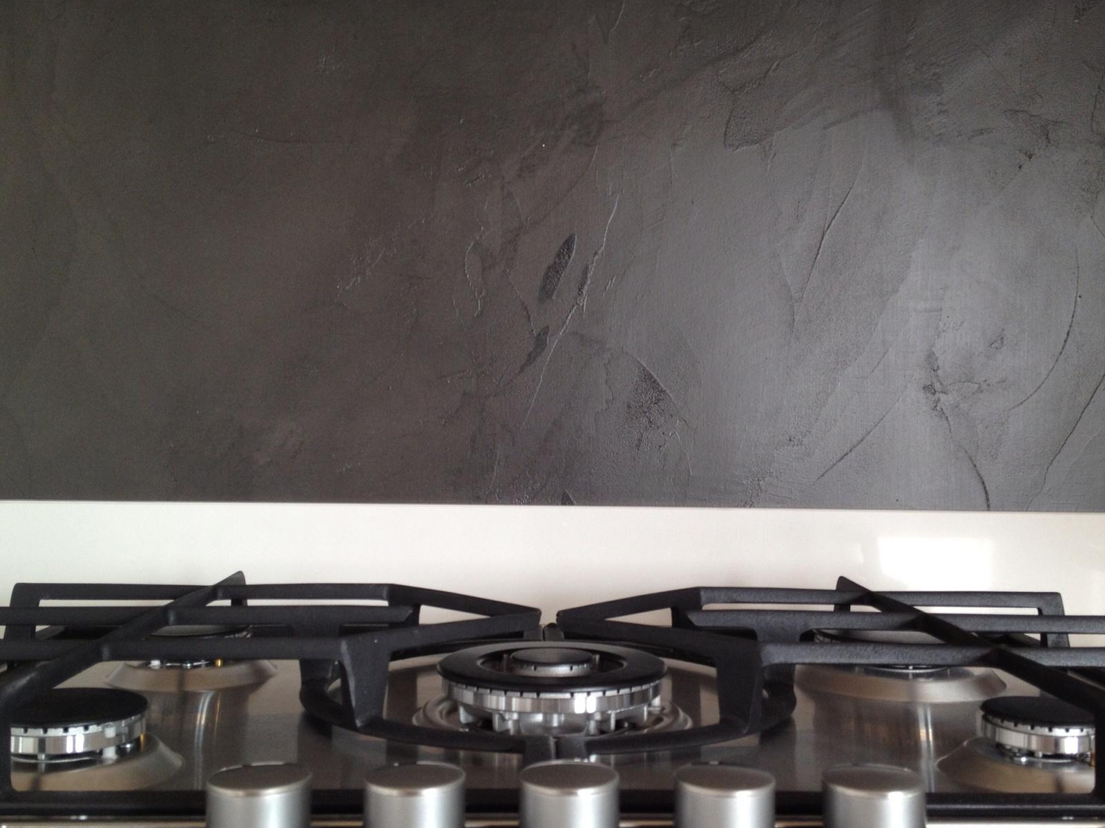 Particolare parete in resina, abitazione privata, Monza e Brianza