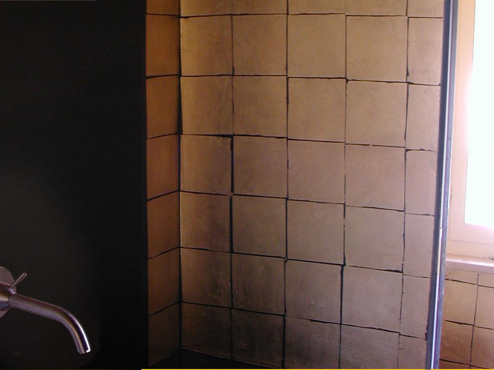 Foglia oro su fondo nero, bagno, Milano