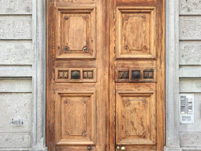 Restauro portone, condominio d'epoca, Lecco